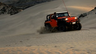 jeep-riding-dune-small